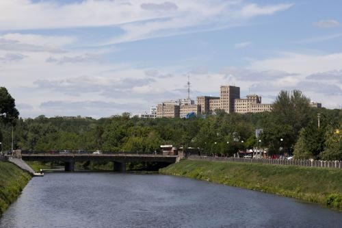 Река Лопань и здание Университета