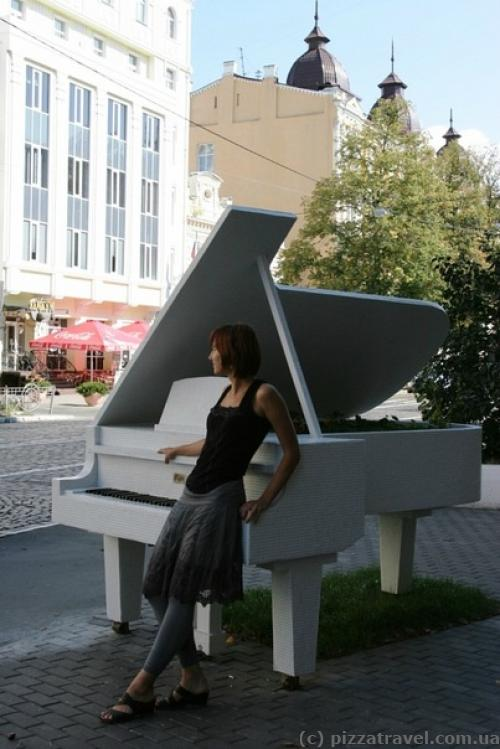 Grand Piano in the Bushes, a sculpture devoted to Frederic Chopin's anniversary