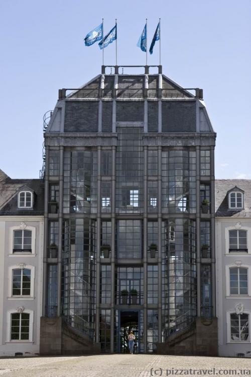 Интересный фасад Саарбрюккенского замка