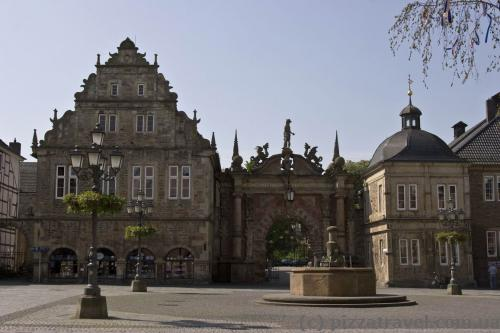 Вход-портал на территорию дворца в Бюкебурге