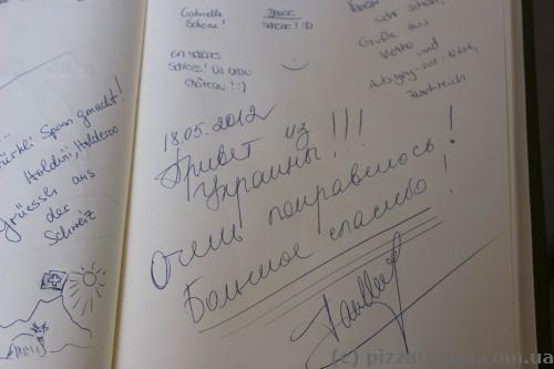 В книге посетителей много записей из Украины и России