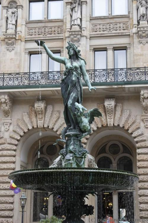 Hygieia fountain in the courtyard of the Hamburg City Hall