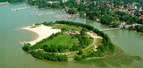 Island for swimming (Badeinsel)