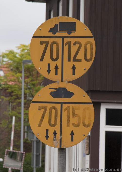 Танкам по правой полосе - не более 150 км в час =)