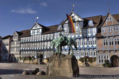 Ринкова площа з кінною статуєю герцога Августа