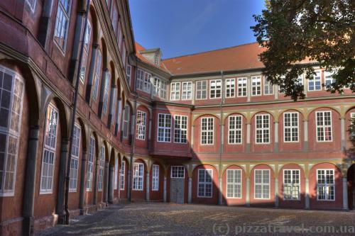Внутрішній двір палацу у Вольфенбюттелі