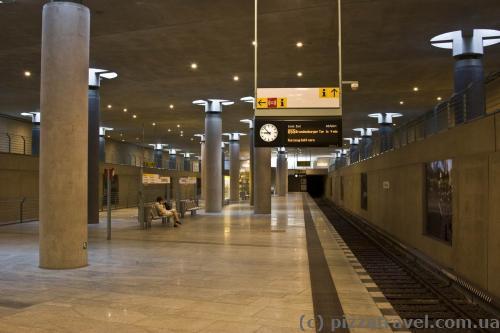 Станция метро Бундестаг