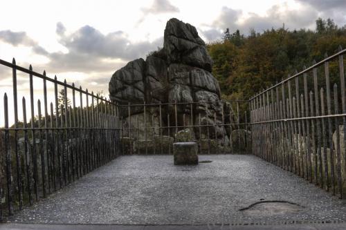 Оглядовий майданчик на одній зі скель Екстернштайне