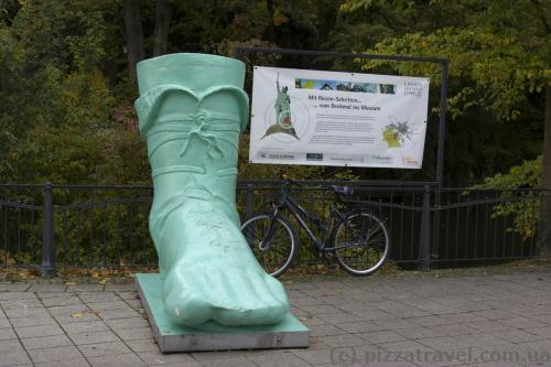 Реклама памятника Арминию в Детмольде