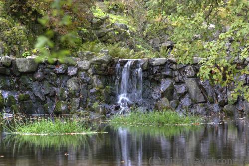 Cascades under the aqueduct