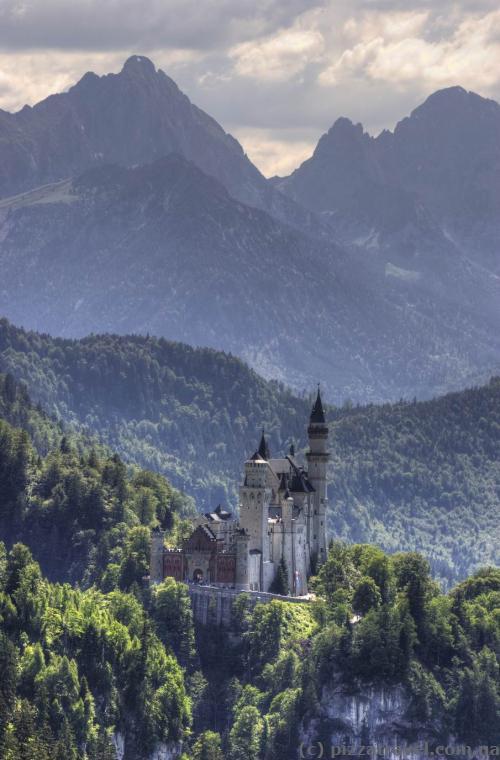 Замок Нойшванштайн, вид с канатной дороги на гору Тегельберг