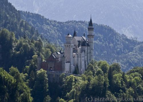 Замок Нойшванштайн, вид з канатної дороги на гору Тегельберг