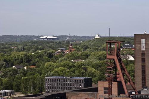Вид с крыши. Вдалеке Фелтинс-арена, крытый стадион в Гельзенкирхене