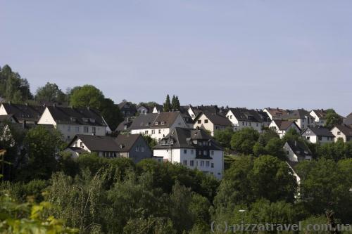 В Аттендорне стоят характерные для этого региона домики.