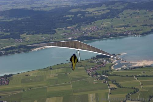 Hang-gliders on Mount Tegelberg
