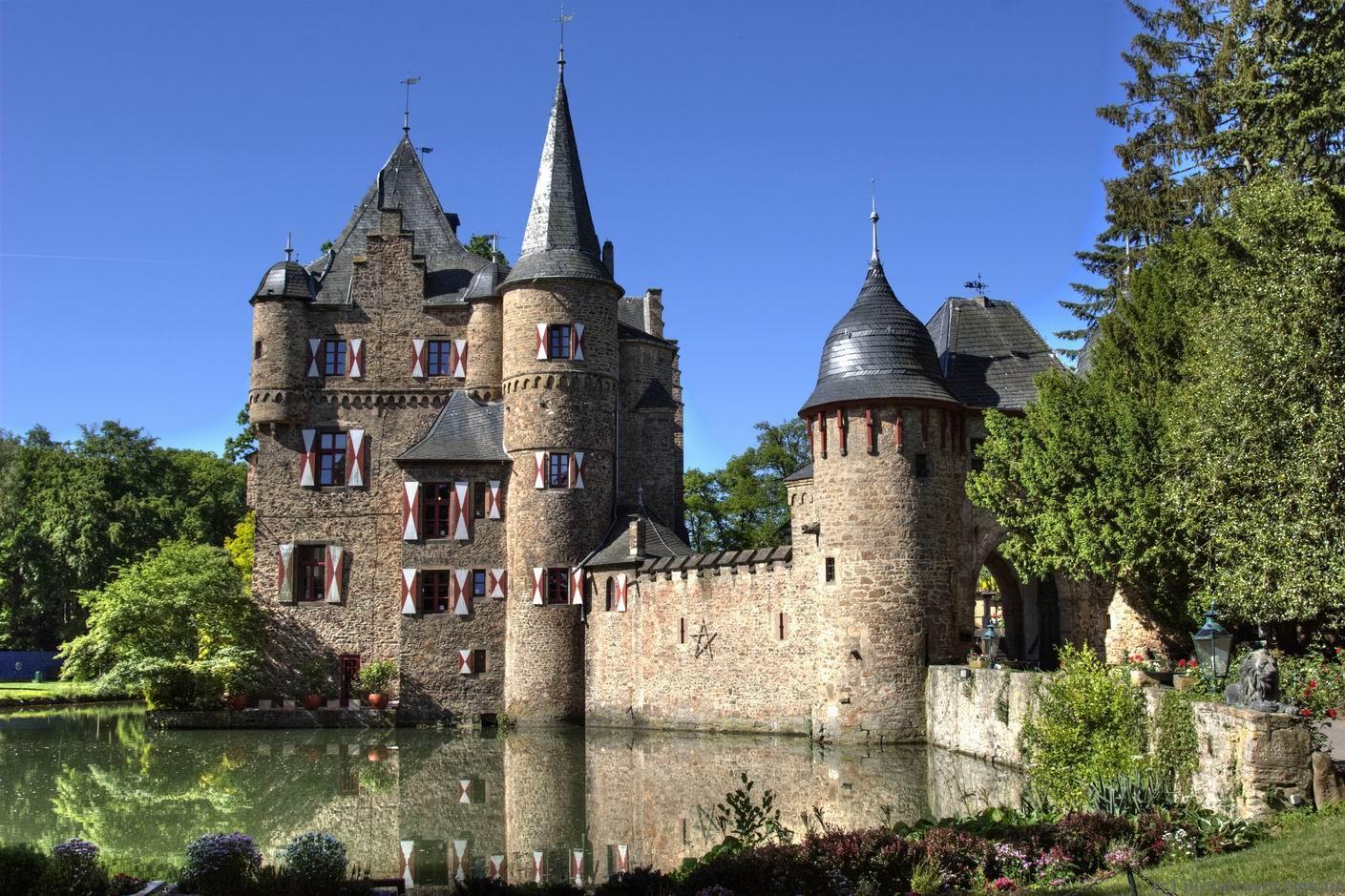 Купить маленький замок в европе купить квартиру в америке недорого цены