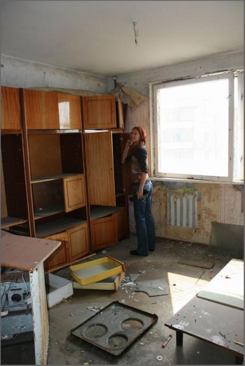 Раньше в квартирах стояла вся техника, позже разворовали.