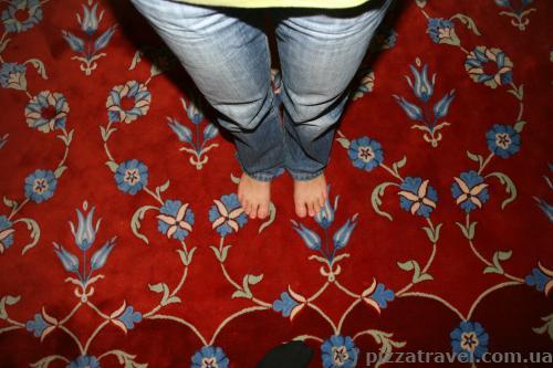 У мечеті