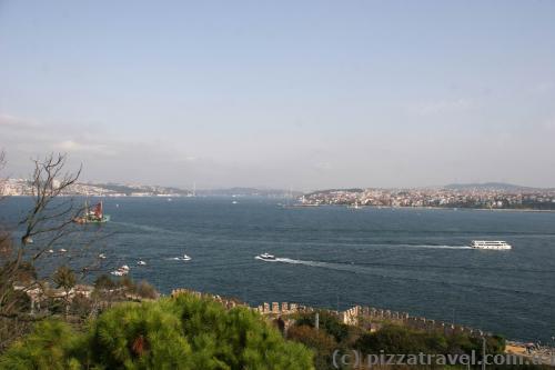 Вид з палацу Топкапи на Босфор