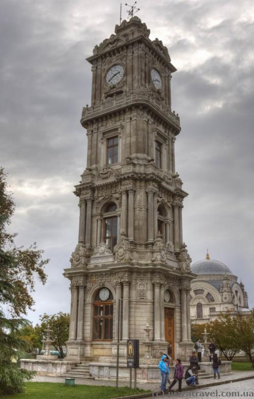 Вежа з годинником