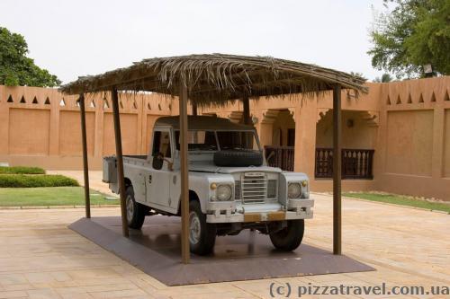 Важным экспонатом музея является автомобиль Land Rover. Путешествуя на нём, шейх Заед был непосредственным свидетелем жизни бедуинов.