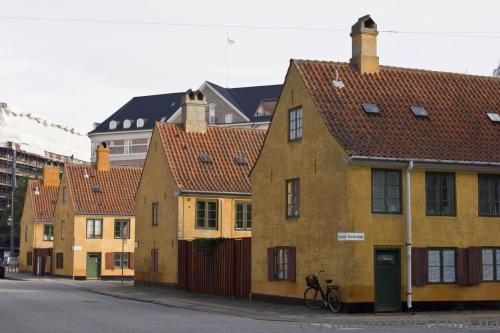 Yellow barracks in Nyboder