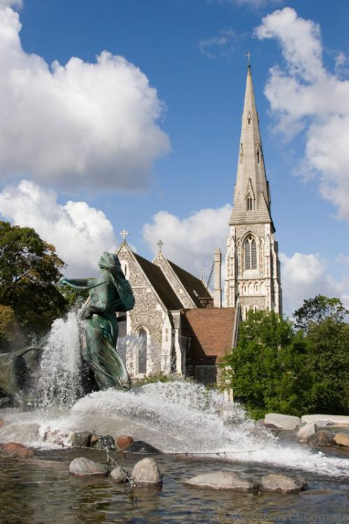 Gefion fountain and the Anglican Church of St. Alban