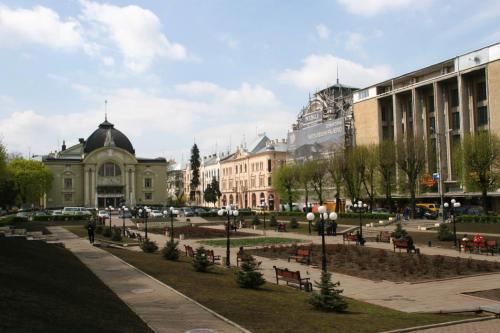 Teatralna (Theatre) Square