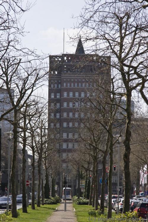 First tower office building in Duesseldorf, Wilhelm-Marx-Haus (1922-1924)