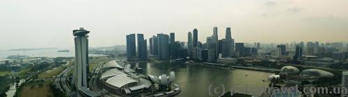 Вид на Marina Bay Sands з верхньої точки колеса огляду