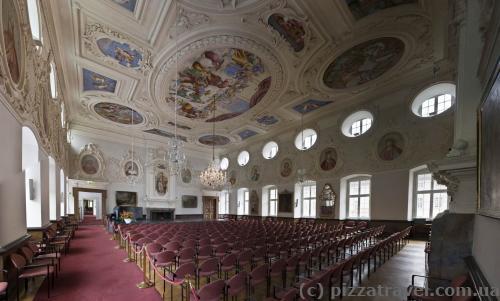 Императорский зал в западном крыле