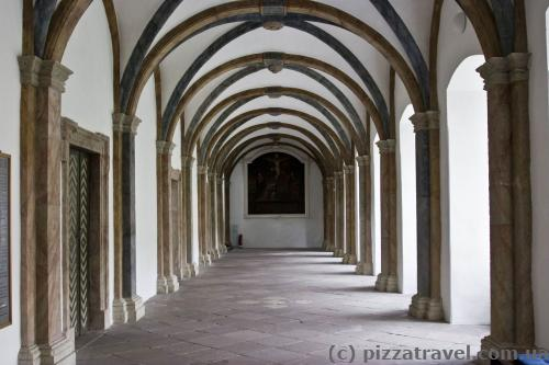 Коридоры замка Корвей