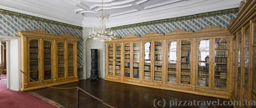 Княжеская библиотека (на данный момент осталось около 75 тысяч томов)