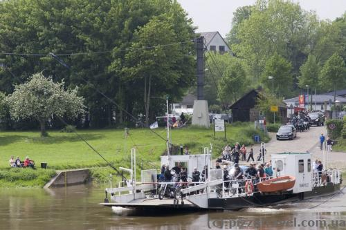 Directly under the castle is a ferry across the Weser.
