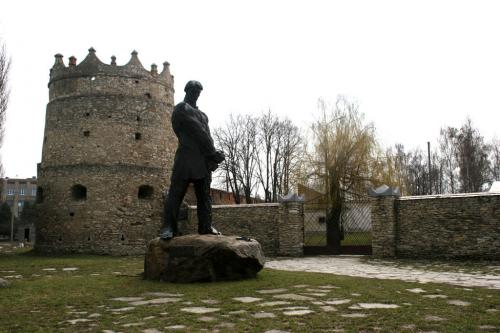 Karmalyuk monument near the Letychiv Castle tower