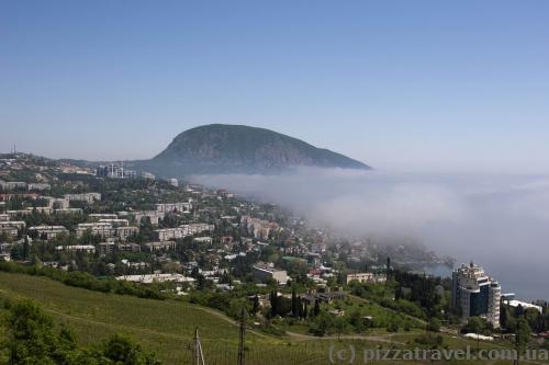 На Гурзуф надвигается туман.