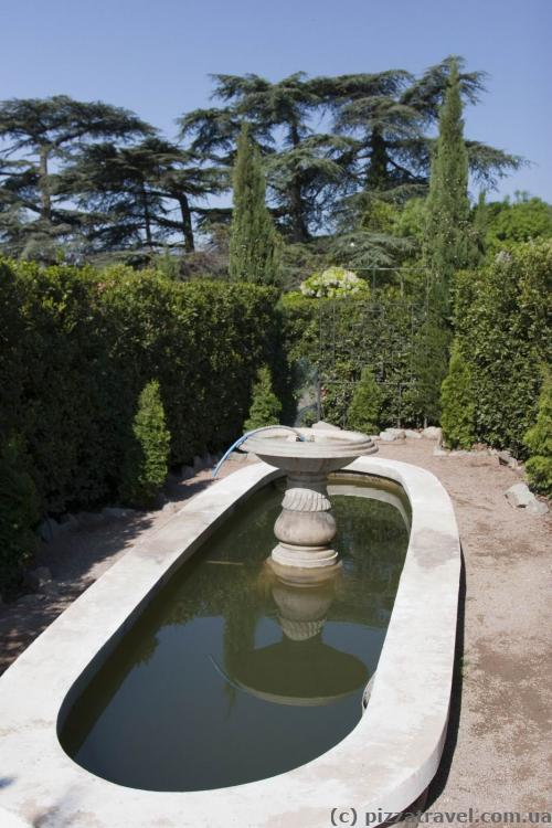 Central fountain in the green maze