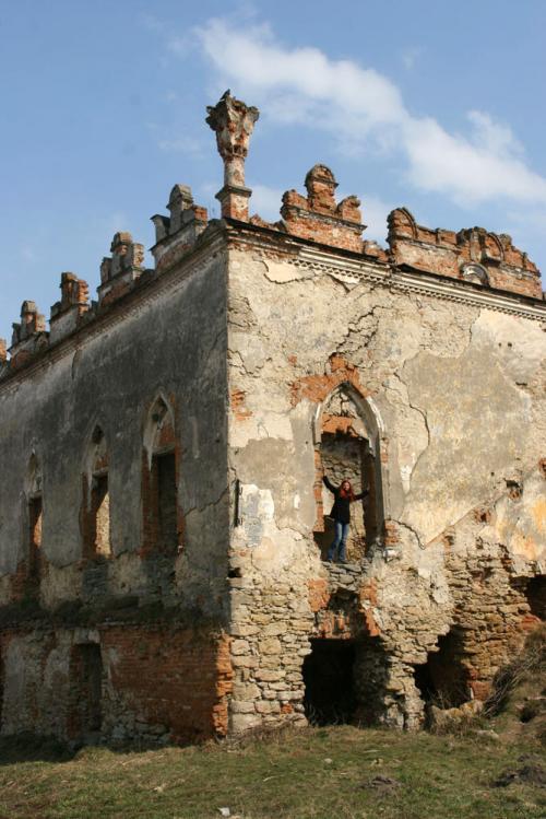 Полуразрушенный дворец