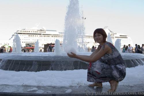 Fountain with foam on Yalta waterfront