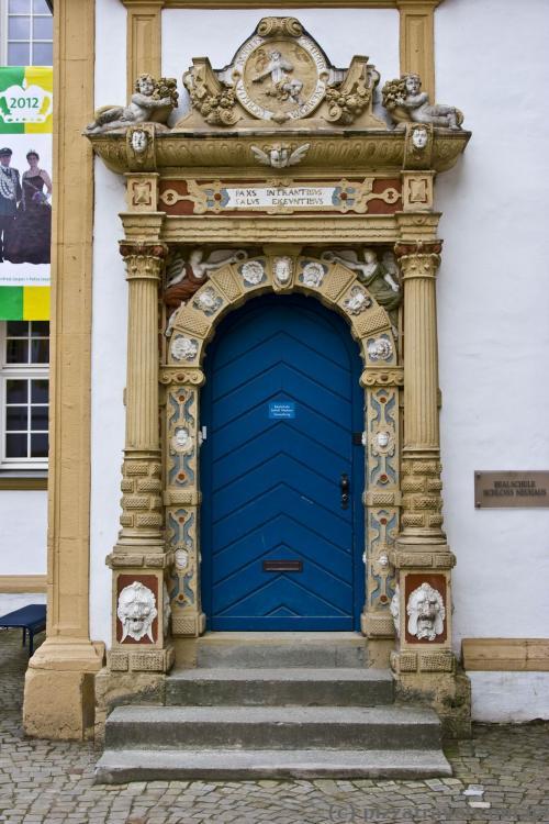 Каждая дверь в замке - произведение искусства