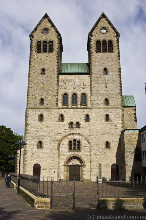 Сегодня Abdinghofkirche напоминает о монастыре, основанном в 1015 году.