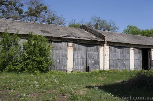 Бывшие гаражи военной части