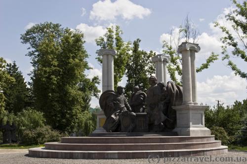 Памятник великим гетьманам
