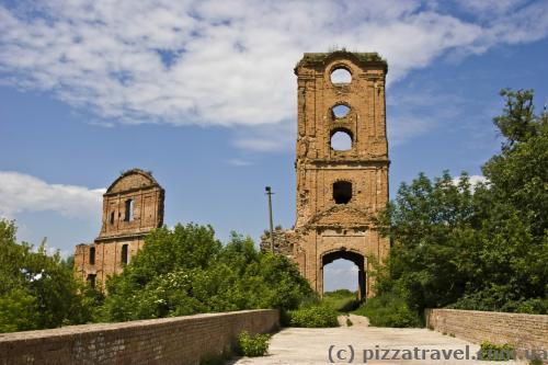Руины корецкого замка