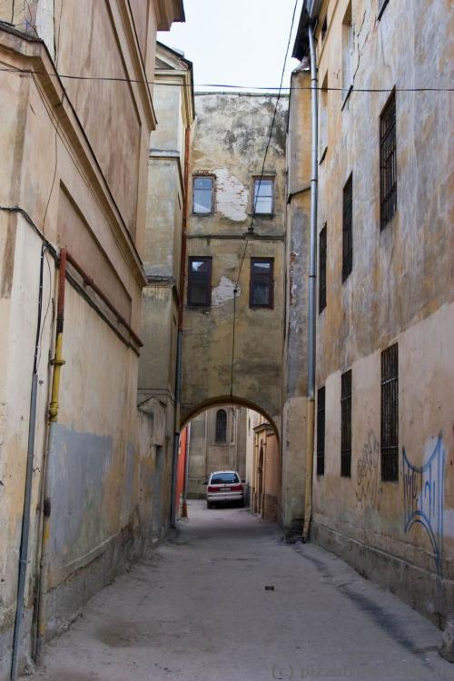 This is not Italy, it's a courtyard on the Lesi Ukrainky Street in Lviv.